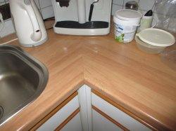 Küchenarbeitsplatte über Gehrung verbinden